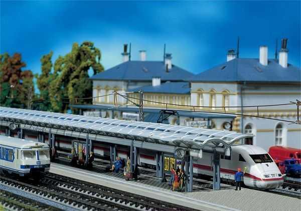 2 ICE-Bahnsteige