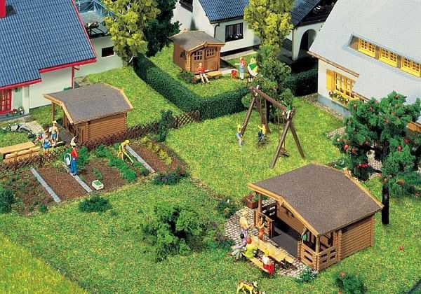 3 Gartenhäuser