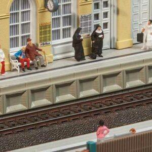 Moderner Bahnsteig für C-Gleis