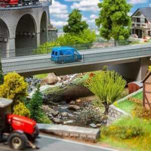 Straßenbrücke