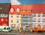 2 Kleinstadthäuser mit Malergerüst
