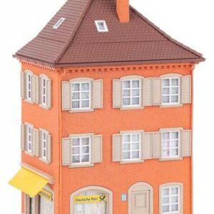 Eckhaus mit Post