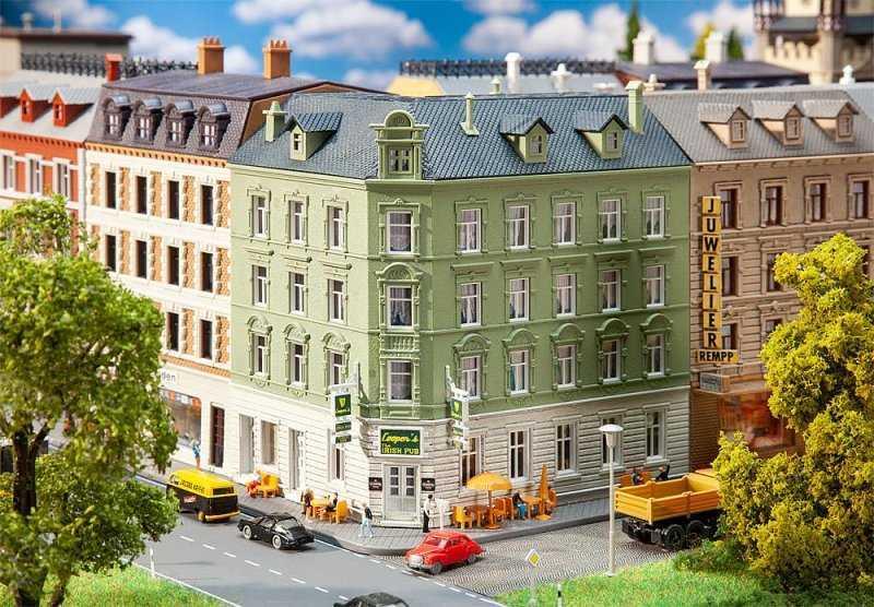 Stadteckhaus mit Kneipe