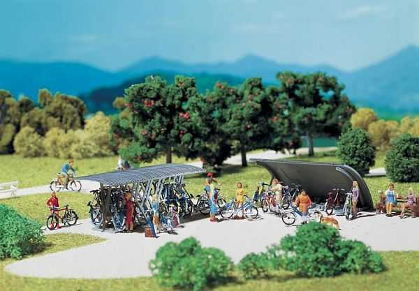 2 Fahrradständer mit Fahrrädern