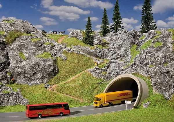 ICE-/Straßen-Tunnelportal