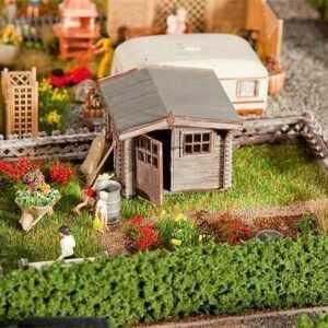 Schrebergarten mit kleinem Gartenhäuschen