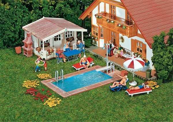 Swimming-Pool und Gartenhaus