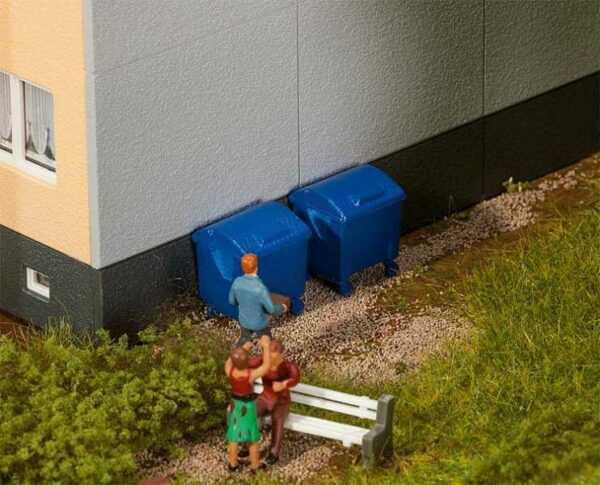 2 Blaue Mülltonnen