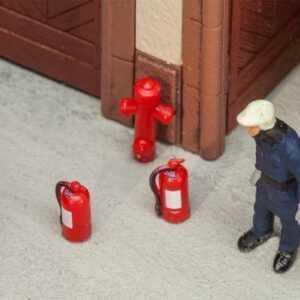 6 Feuerlöscher und 2 Hydrante