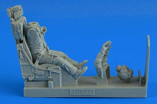 Modern German Luftwaffe Fighter Pilot with ejection seat - F-104 G/S (M.B.GQ-7Aej.seat) [Italeri]