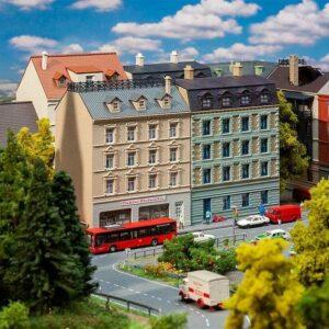 Stadthäuser mit Elektrofachgeschäft