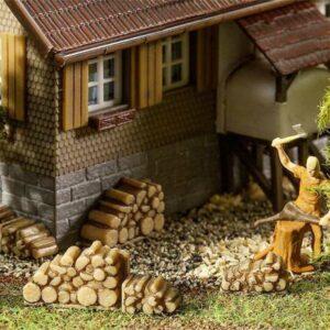 6 Kleine Brennholzstapel