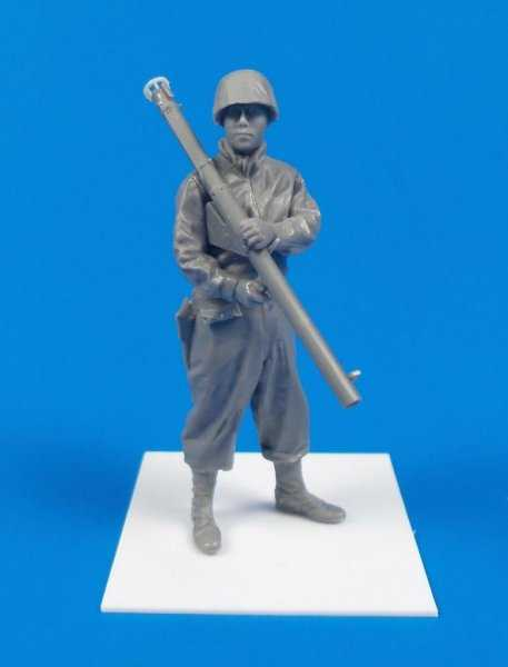 US Army Soldier with Bazooka M1A2 (Anzio 1944)