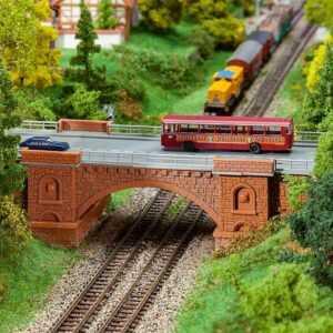 Eisenbahn-/Straßenbrücke