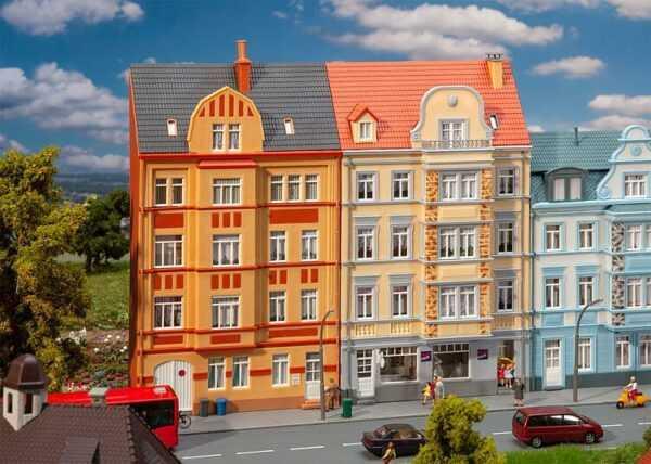 2 Stadt-Reliefhäuser