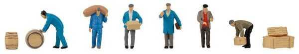 Speditionsarbeiter mit Paketen und Fässern
