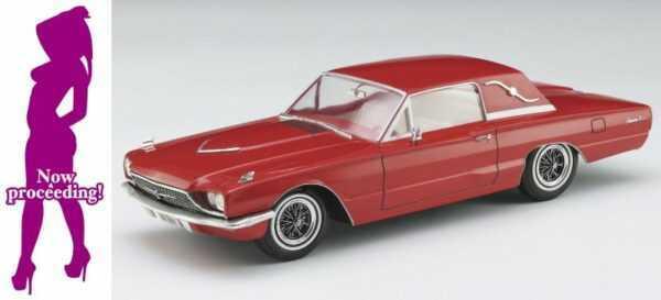 1966er American Coupe mit Frau